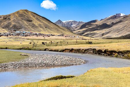 The Rio Chillcamayu winds its way through a valley near Ausangate, Cusco Reklamní fotografie