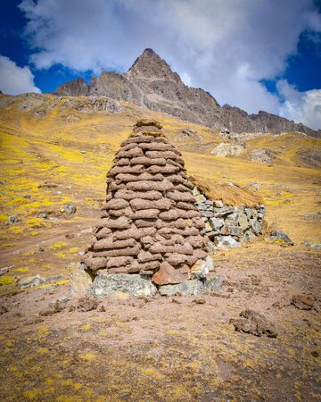 A dirt mound used for drying llama and alpaca waste for use as fuel and fertilizer in the high Andes. Ausungate, Cusco, Peru Stok Fotoğraf