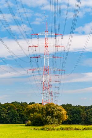 torres de alta tension: Torres de alta tensión cerca de Darmstadt (Alemania)