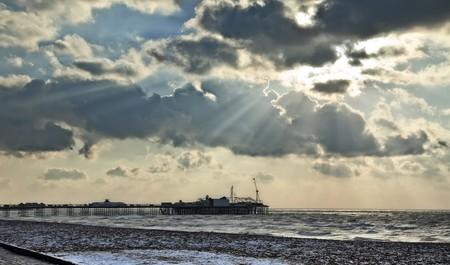 january sunrise: Una fotograf�a del Brighton Pier invierno 2009