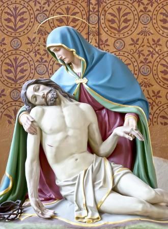 memorial cross: Una imagen de Jes�s con su madre