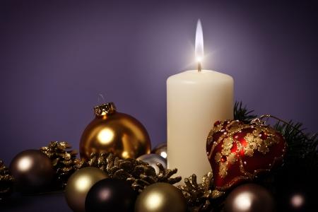 luz de velas: Una imagen de un bonito fondo de Navidad  Foto de archivo