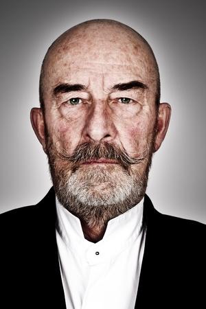 viso uomo: strano uomo vecchio con la barba grigia - Dettagli ad alte Archivio Fotografico