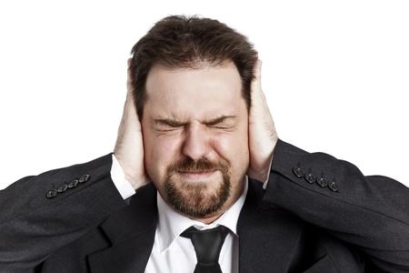 faccia disperata: Un giovane uomo stressato con occhi chiusi