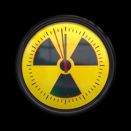 mediodía: Una imagen de un reloj radiactivo tres segundos a mediod�a