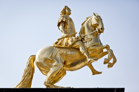 uomo a cavallo: Un'immagine del famoso pilota d'oro a Dresda Germania Archivio Fotografico