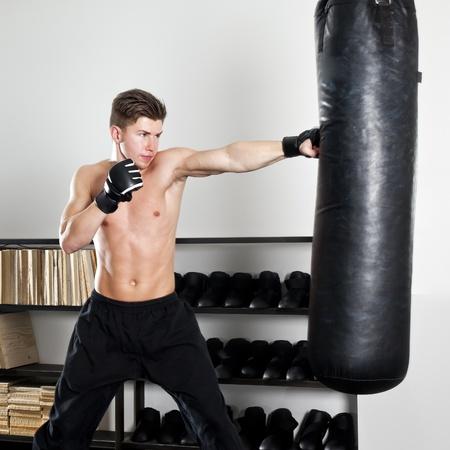 kick: L'immagine di un uomo di boxe in studio Archivio Fotografico