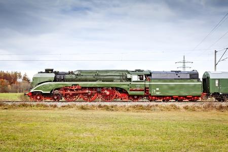 """locomotora: Una imagen del tren más rápido de vapor """"18 210"""""""