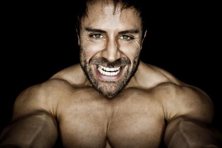 culturista: Una imagen de un hombre enojado deportes muscular