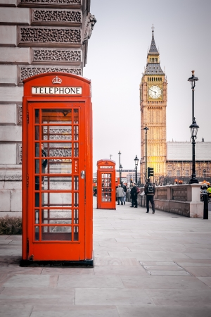 old english: A photography of a red phone box in London UK