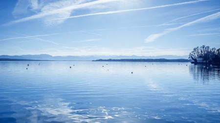 horizonte: Una imagen del lago Starnberg en Baviera Alemania