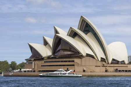 jorn: An image of the beautiful architecture Sydney Opera House