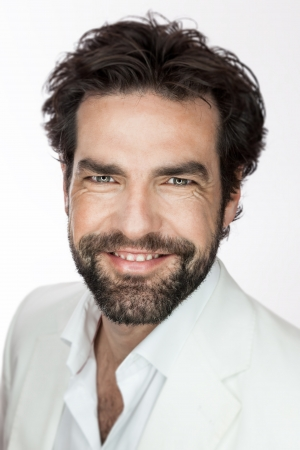 ansikten: En bild av en vacker man med ett skägg Stockfoto