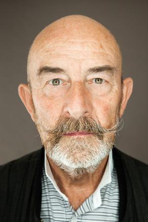 An old man with a grey beard Zdjęcie Seryjne - 28074777