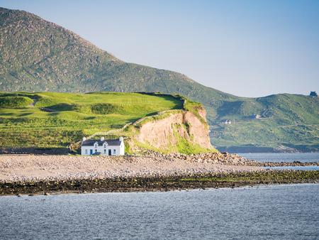 Een afbeelding van een huis aan de kust in Ierland Stockfoto