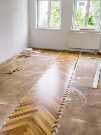 新しい寄木細工の床、フラット敷設のイメージ