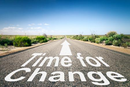 変更の時間がテキストと地平線への道のイメージ 写真素材