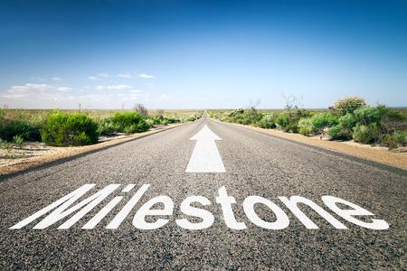 テキストのマイルス トーンと地平線への道のイメージ