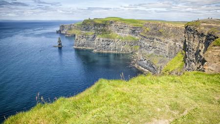 アイルランドの有名なモハーの断崖のイメージ