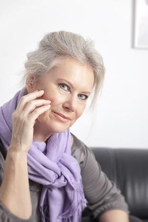 vejez feliz: Una imagen de una mejor mujer de la edad