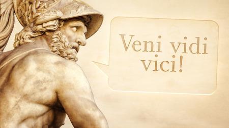 escultura romana: La escultura romana de Menelao con el mensaje Vine, vi, venc� en lengua latina Foto de archivo