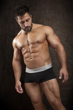 cuerpo hombre: Una imagen de un apuesto joven, deportiva muscular