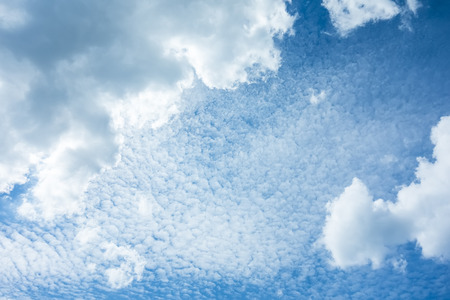himmel hintergrund: An image of a cloudy sky background Lizenzfreie Bilder