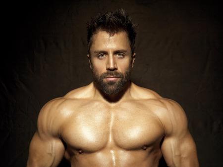 shirtless: Una imagen de un apuesto joven, deportiva muscular