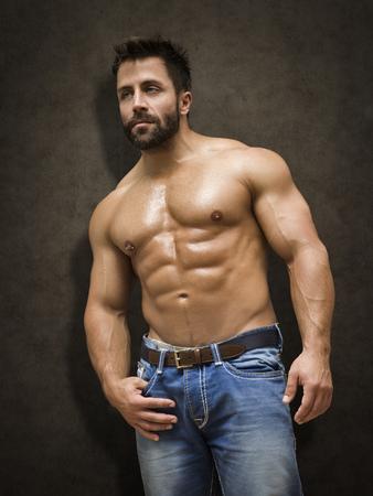 männer nackt: Ein Bild von einer schönen jungen muskulösen Mann Sport