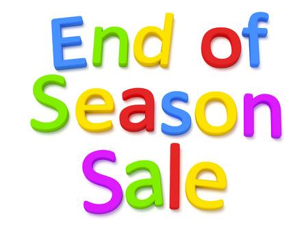 estaciones del año: Algunas letras magnéticas de colores que construyen las palabras final de la temporada de venta Foto de archivo