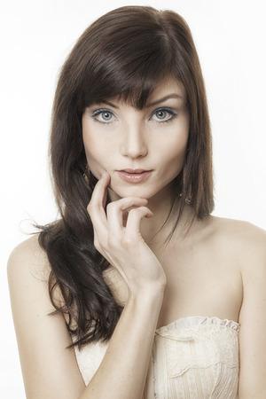 cabeza de mujer: An image of a beautiful young woman portrait