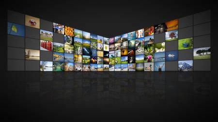 Una parete video futuristico con 100 schermi Archivio Fotografico - 52965906