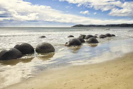 oamaru: An image of the boulders at the beach of Moeraki New Zealand