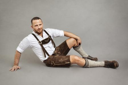L'immagine di un uomo in bavarian tradizionale lederhosen