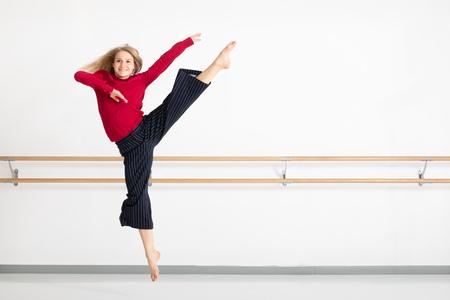 Une image d'une danseuse en action