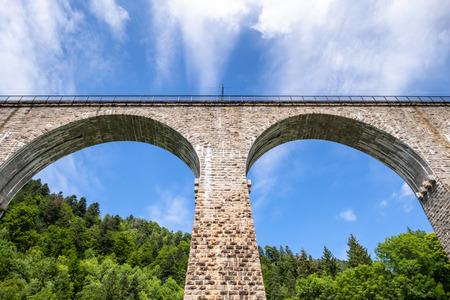 An image of the Ravenna Bridge railway viaduct on the Höllental Railway line in the Black Forest, in Breitnau, Breisgau-Hochschwarzwald, Baden-Württemberg, Germany Banque d'images - 120997020