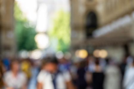 Een afbeelding van lopende mensen wazige achtergrond Stockfoto