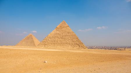 Una imagen de las pirámides de Giza en El Cairo Egipto Foto de archivo