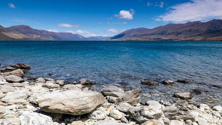 An image of the lake Wanaka; New Zealand south island