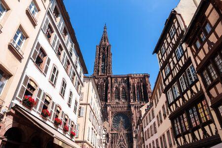 Ein Bild der berühmten Liebfrauenkathedrale in Straßburg Elsass Frankreich Standard-Bild
