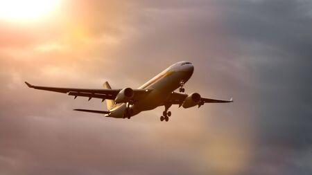 Una fotografia di un aereo a reazione nel cielo al tramonto