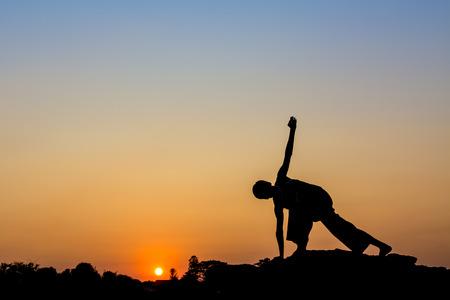 posting: Silueta de un hombre en la publicaci�n Yoga