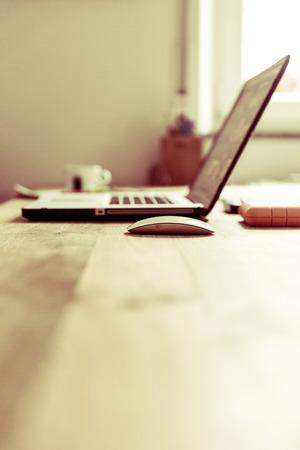 Neourban hipster Office Desktop Standard-Bild - 47071381