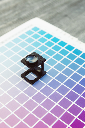 CMYK-Farbmanagement-Fadenzähler Druckerei Standard-Bild - 47226087