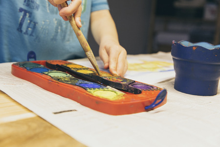 child paint with colors at playschool Standard-Bild