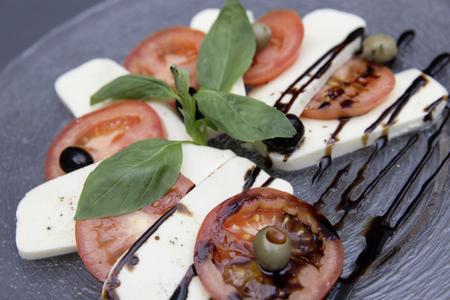frischen Caprese-Salat Lizenzfreie Bilder - 61502355