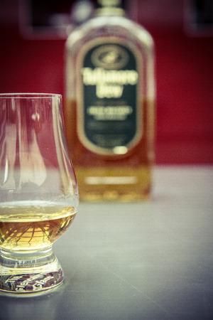 Whisky-Glas und Flasche Lizenzfreie Bilder - 61502404