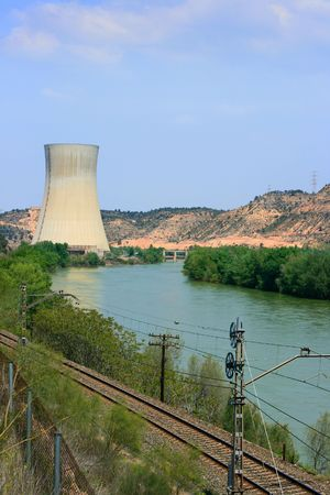 central el�ctrica: Asco Central Nuclear de las m�s de Ebro (Tarragona, Espa�a)  Editorial