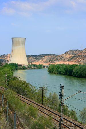 ebro: Asco centrale nucleare nel fiume Ebro (Tarragona, Spagna) Editoriali