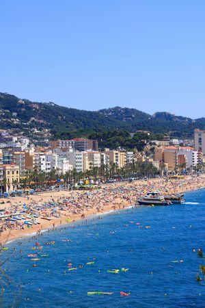costa brava: Les gens sur la plage de Lloret de Mar (Costa Brava, Catalogne, Espagne)